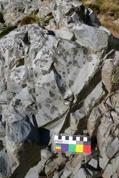 Ruddy Beck: Conchoidal fracturing on Seathwaite Tuff